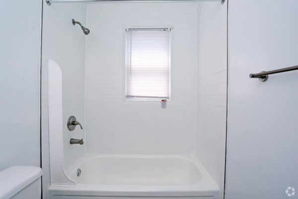 rock-springs-apartments-morrisville-pa-bathroom