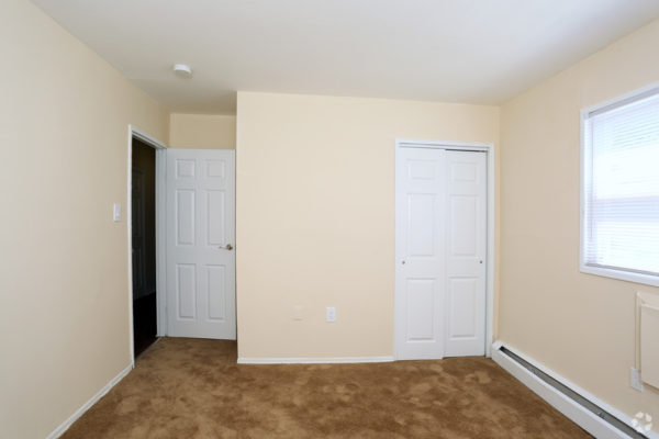 rock-springs-apartments-morrisville-pa-bedroom
